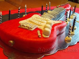 birthday_cakes_roll_electric_guitar_birthday_cake.jpg